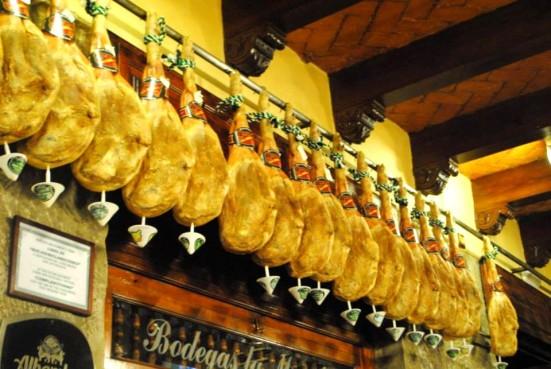 Jamones in Bodegas La Mancha